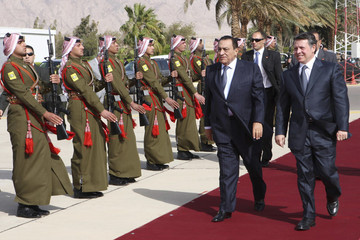 Jordan's King Abdullah welcomes Egyptian President Hosni Mubarak in Aqaba