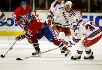 CANADIENS GILMOUR BREAKS AWAY FROM RANGERS' KARPA AND MESSIER.