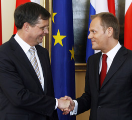 Poland's Prime Minister Donald Tusk shakes hands with Dutch Prime Minister Jan Peter Balkenende during their meeting in Warsaw