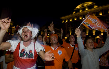 """Dutch fans celebrate their team victory after the Euro 2008 soccer match between the Netherlands and Italy at a """"fan festival"""" in Bern"""