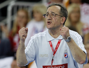 Croatia's head coach Cervar reacts during game against France at their Men's World Handball Championship main round Group I in Zagreb