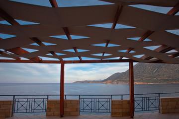 Wakacje na Krecie w Grecji. Śródziemnomorskie miasteczko nad morzem.