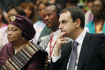 Spain's PM Zapatero and Liberia's President Johnson-Sirleaf attend the closing ceremony of the Spain-Africa women's conference in Madrid