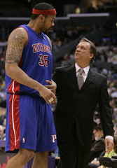 Detroit Pistons head coach Flip Saunders talks with forward Rasheed Wallace during their loss to the Los Angeles Lakers