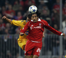 Bayern Munich's Santa Cruz jumps for the ball with Juventus Turin's Cannavaro during Champions League match in Munich