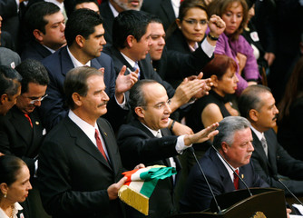 Mexican President Felipe Calderon takes the oath of office in Mexico's Congress