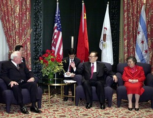 CHINESE PRESIDENT JIANG MEETS WITH ILLINOIS GOVERNOR RYAN IN CHICAGO.