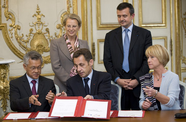 France's President Sarkozy sign a contract between the French state and the French Polynesia in Paris