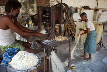 Workers prepare vermicelli in Allahabad