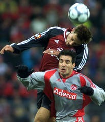 RINK OF FC NUREMBERG HEADS FOR THE BALL WITH KOVAC OF FC BAYERN MUNICHDURING GERMAN FIRST DIVISION ...