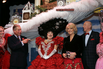 """Prince Charles and his wife Camilla meet the cast of """"Beach Blanket Babylon"""" in San Francisco"""