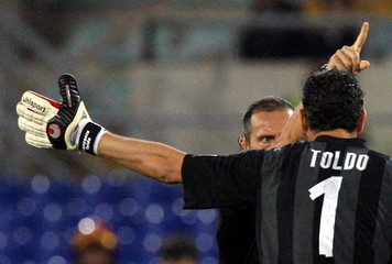 Inter Milan goalkeeper Toldo argues with referee Morganti during their Italian Cup soccer final against AS Roma in Rome