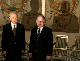 Polish President Kaczynski meets former Israeli leader Perez in Warsaw