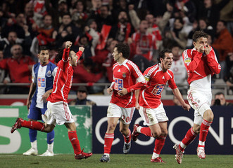 Benfica's Luiz celebrates his goal against Porto with team mates during Portuguese Premier League soccer match against Porto in Lisbon
