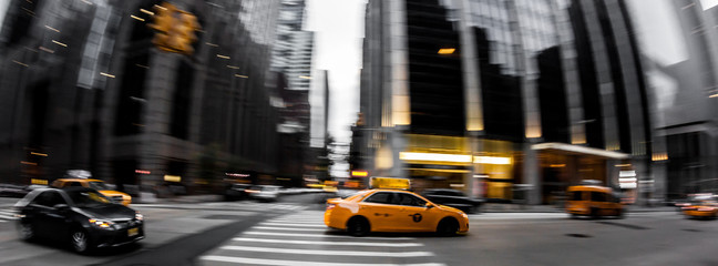 Photo sur Plexiglas New York TAXI Straßenverkehr in New York City - Gelbe Taxi, Bewegungsunschärfe