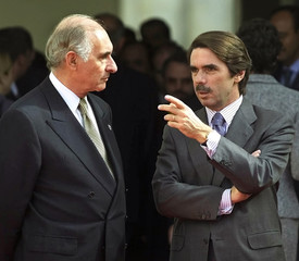 SPANISH PRIME MINISTER AZNAR TALKS WITH ARGENTINE PRESIDENT DE LA RUAIN VALLADOLID.