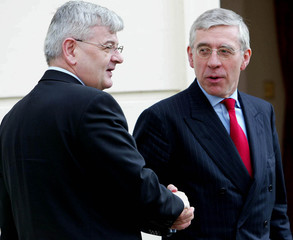 GERMANY'S FOREIGN MINISTER FISCHER AND BRITAIN'S FOREIGN SECRETARYSTRAW MEET IN LONDON.