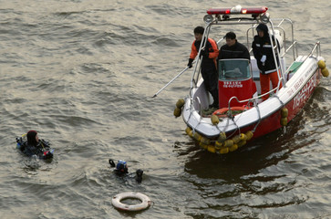 RESCUE WORKERS SEARCH FOR THE DEAD BODY OF FORMER HEAD OF DAEWOO ENGINEERING AND CONSTRUCTION ...