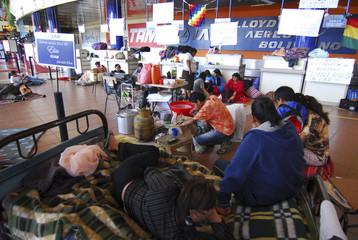 Stranded passengers strike at Jorge Wilstermann airport in Cochabamba