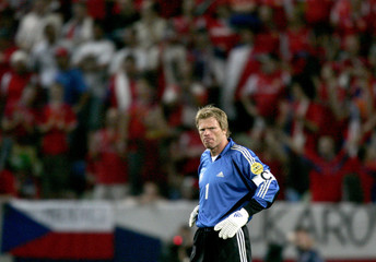 GERMANY'S CAPTAIN KAHN REACTS DURING THEIR EURO 2004 MATCH AGAINST THE CZECH REPUBLIC IN LISBON.