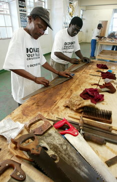 SOUTH AFRICAN JOB SEEKERS REPAIR DISCARDED TOOLS.