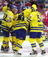 SWEDEN'S PLAYERS JUBILATE AFTER GOAL IN FRIENDLY MATCH VS. SWITZERLAND.