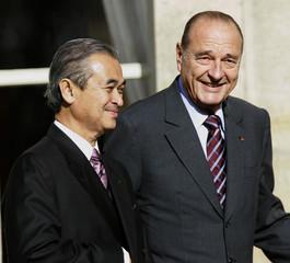 Malaysian PM Badawi pose and French PR Chirac walk together at Elysee Palace in Paris.