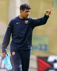 Barcelona's Dutch coach Frank Rijkaard points during a training session at Nou Camp Stadium in Barcelona