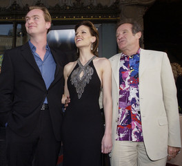 "ACTORS ROBIN WILLIAMS AND HILARY SWANK POSE WITH DIRECTOR OF ""INSOMNIA""AT LOS ANGELES PREMIERE."