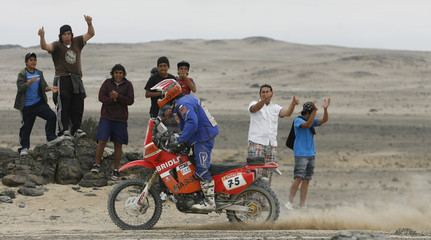 Poland's Jarmuz Krzysztof rides his Honda during the ninth stage of the South American edition of the Dakar 2009 from Serena to Copiapo