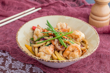 Udon noodles with shrimp