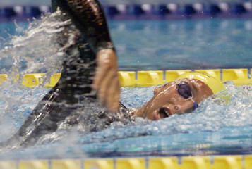 AUSTRALIAS THORPE SETS WORLD RECORD IN 400M AT FUKUOKA SWIMMINGCHAMPIONSHIPS.