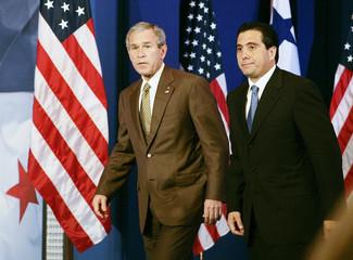 US President Bush and Panama President Torrijos walk into press availability in Panama