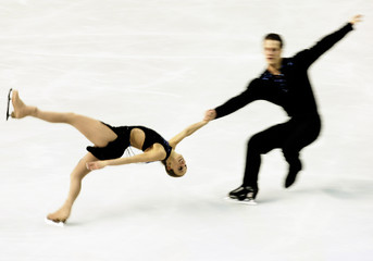CANADIAN SKATERS VALERIE MARCOUX AND CRAIG BUNTIN PERFORM PAIRS SHORT.