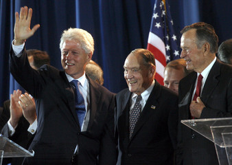 Former U.S. presidents Bush and Clinton stand with National Constitution Center Chairman John C. Bogle in Philadelphia