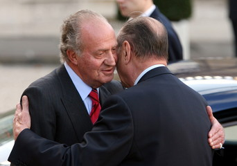 French President Jacques Chirac (R) says goodbye to King Juan Carlos of Spain upon his departure fro..
