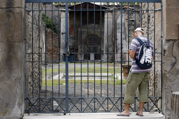 To match feature ITALY-POMPEII/