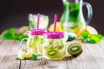 Detox Getränk aus Kiwi und Ananas - Infused Water - Schlankwasser - Superdrink - Superfood - Powerdrink