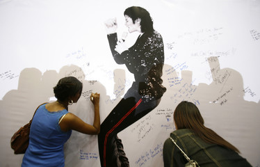 Michael Jackson fans write messages during a tribute to the late pop icon at a shopping mall in Kuala Lumpur
