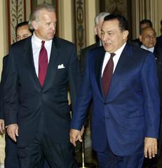 EGYPTIAN PRESIDENT MUBARAK WALKS TO MEETING WITH SENATE FOREIGNRELATIONS CHAIRMAN BIDEN.