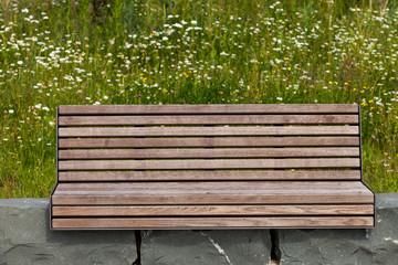 Parkbank Sitz auf Steinen