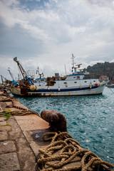 Sur le port de Porto Santo Stefano en Toscane