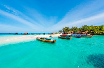 Foto auf AluDibond Sansibar colorful exotic seascape with boats near Zanzibar shore in Africa