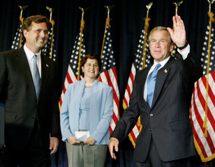 US PRESIDENT BUSH WAVES NEXT TO HIS BROTHER AND SISTER.