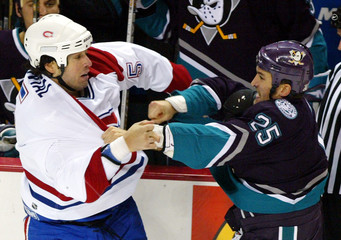 CANADIENS STEPHANE QUINTAL DISLOCATES HIS FINGER DURING FIGHT.