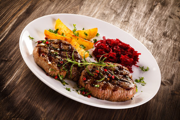 Grilled beefsteaks with potatoes and beetroots
