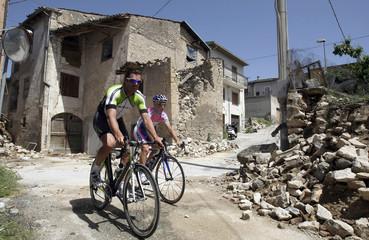 Itlay's former rider and World champion Cipollini with Lampre rider Gasparotto visit San Gregorio village near L'Aquila