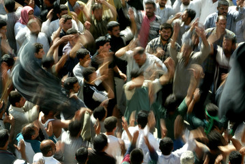 IRAQI SHI'ITE MUSLIMS BEAT THEIR CHESTS TO MARK THE END OF THEPROCESSION TO THE HOLY SHRINE OF IMAN ...