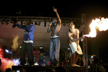Senegal's singer Akon and Haiti-born hip-hop producer Wyclef Jean perform during their concert in Port-au-Prince