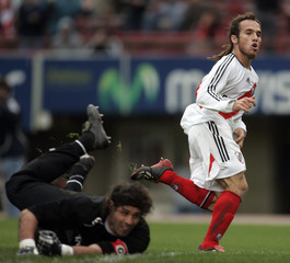 River Plate's Belluschi reacts after scoring against Lanus in their soccer match in Buenos Aires
